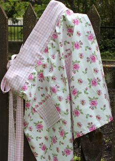 Sew an apron for Mother's Day using tea towels – here's how: This weekend, we're hosting a Mother's Day Tea Party with all my sisters, my daughter and my nieces in honour of our mothers. It's a multi-generational way for all my nieces to celebrate their mothers while my sisters celebrate our mother. We're …