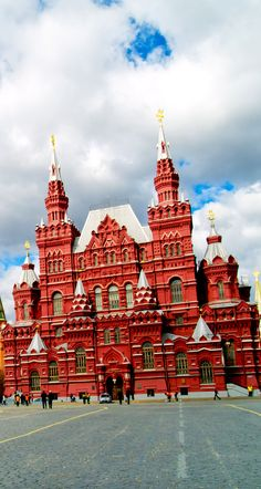 Kremlin and historical museum in red square, Moscow, Russia   |   Amazing Photography Of Cities and Famous Landmarks From Around The World