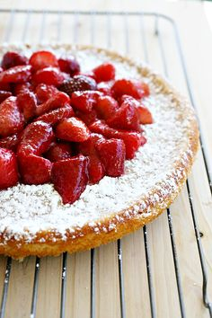 Strawberry Ricotta Cheesecake my mouth is watering Strawberry Sweets, Strawberry Recipes, Fruit Recipes, Sweet Recipes, Dessert Recipes, Strawberry Summer, Ricotta Cheesecake, Cheesecake Recipes, Cheesecake Cake