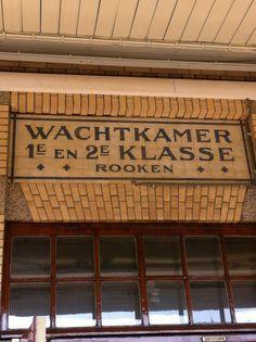 Station Naarden-Bussum Wachtkamer.