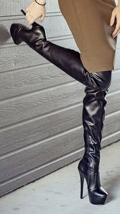 Pin by Tim Kerr on Shoes in 2019 Thigh High Heels, Hot High Heels, Leather High Heel Boots, Heeled Boots, Boots And Leggings, Sexy Boots, On Shoes, Fashion Boots, Dominatrix