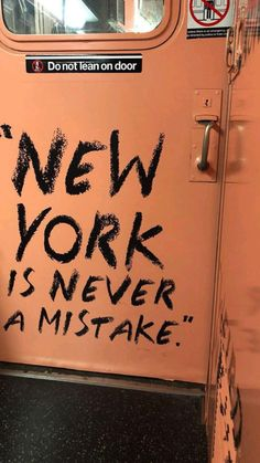 New York Life, Nyc Life, Aesthetic Backgrounds, Aesthetic Iphone Wallpaper, New York Quotes, New York Wallpaper, New York City Travel, City Aesthetic, Dream City