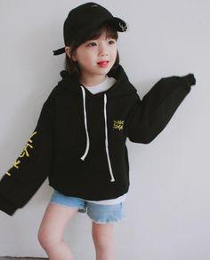 Rae-jee's sister E L Fashion Kids, Stylish Kids Fashion, Korean Fashion, Girl Fashion, Cute Asian Babies, Korean Babies, Cute Babies, Kids Girls, Baby Kids
