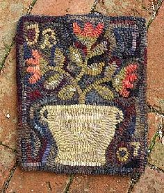 Stoneware Crock Floral Tish Bachlida The Tweed Weasel Rug Hooking, Locker Hooking, Small Mats, Latch Hook Rugs, Hand Hooked Rugs, Penny Rugs, Wool Applique, Floral Rug, Traditional Rugs