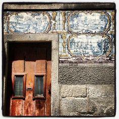Tiles and door.  #portugal #portugaldenorteasul #portugaloteuolhar #p3top#photowall#picoftheday#photooftheday#instamood#igdaily#igersoftheday#igers#igersportugal#ig_portugal #contestgram #igersdizquefuiporai #instamood #instagramhub  #shoutingout#kisillishoutots#webstagram#all_shots #jj #eyemedia #contestgram #porto #casalusa #umacasaportuguesacomcerteza #tiles by acmatos6