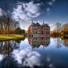 Duivenvoorde Castle by Iván Maigua, via 500px