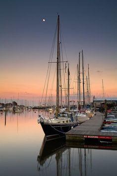 England Travel Inspiration - Silent Night in Lymington, New Forest, Hampshire / Adam Burton Photography