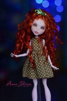 Monster high custom oak repaint auburn haired girl doll.:).