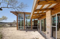 Brushytop House by John Grable Architects. /Blanco,  Texas, USA.
