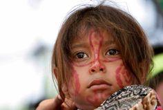 Una niña de la etnia indígena Wayuu, en el desierto de La Guajira, en Colombia