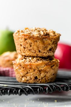 Using a few simple ingredients and 1 bowl, throw together these healthy apple cinnamon baked oatmeal cups. My whole family, toddler included, loves them. Apple Cinnamon Oatmeal, Blueberry Oatmeal, Cinnamon Apples, Baked Oatmeal Cups, Oatmeal Muffins, Sallys Baking Addiction, Raisin Cookies, Chip Cookies, Unsweetened Applesauce