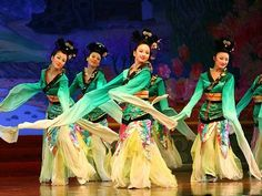 tang dynasty music and dance show in xi'an
