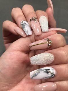 Sanften Rosenquarz, Marmor Nageldesign und Cuticle Nails - das sind die Farben für Ihre Fingernägel dieses Jahr! Schauen Sie hier die Trends!