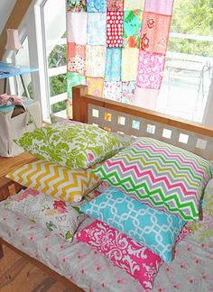 Love the patchwork curtain and the colorful floor cushions. So nice in my (imaginary) beach cottage!