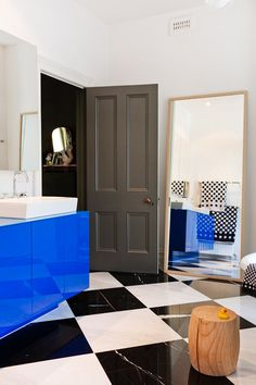 Great use of colour in the bathroom