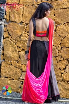 Buy Black and Gray Jute Printed Georgette IndoWestern Chaniya Choli online in India at best price.Black and Gray Jute print with a Bow in the back is all what you need to stand out! Blouse Back Neck Designs, Sari Blouse Designs, Designer Blouse Patterns, Bridal Blouse Designs, Blouse Styles, Saree Styles, Party Looks, Stylish Blouse Design, Choli Designs