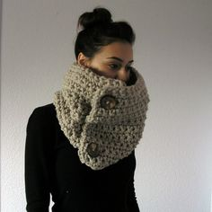 Chunky 2-button cowl scarf