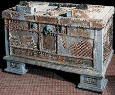 -- Safe -- Iron, bronze, silver, & copper -- Century BCE -- Excavated at Pompeii Ancient Roman Houses, Ancient Ruins, Ancient Artifacts, Ancient Rome, Ancient History, Pompeii Italy, Pompeii And Herculaneum, Roman History, Art History