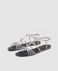 Bilde 1 fra SANDAL MED FLAT SÅLE OG REMMER fra Zara