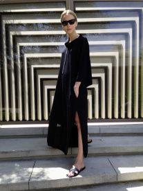 it's the little things ☂ - rubybyann: personal style muse Elin Kling . Elin Kling, Hermes Oran Sandals, Hermes Shoes, Devil Wears Prada, Oversized Dress, Models, Mode Style, Minimalist Fashion, Minimalist Outfits