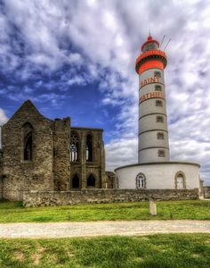 L'abbaye et le phare de Saint Mathieu sur la commune de Plougonvelin dans le Finistère.