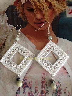 Collegamenti Crochet Jewelry Patterns, Crochet Earrings Pattern, Crochet Stitches Patterns, Bead Crochet, Crochet Accessories, Crochet Designs, Crochet Necklace, Tatting Jewelry, Tatting Lace