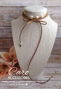 Collar choker doble tono marron y dorado by CaroAccessories Leather Necklace, Diy Necklace, Leather Jewelry, Boho Jewelry, Jewelry Crafts, Beaded Jewelry, Jewelery, Jewelry Necklaces, Jewelry Design