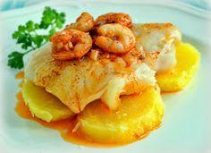 Merluza a la gallega, patata cocida y pimentón