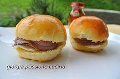 #giorgiapassionecucina: #bocconcini al #latte farciti con #burro e #filetti di #alici, ottimi per #party, #spuntini
