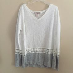 Forever 21 Grey and White Top Great Condition! Shows little wear Forever 21 Tops