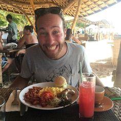 """""""La più buona colazione è un bel sorriso regalato di prima mattina. Se ci aggiungi una bella dose di entusiasmo e di energia la ricetta del buon umore è perfetta!"""" Franxy Sant #inostriclienti #smiles #incontroautentico #colazioniperfette #cambogiaviaggi #travelgram #wanderlust #particonnoi #indonesia #giliislands http://ift.tt/2p6W0Qf"""