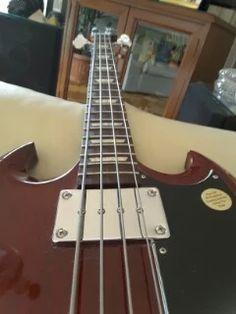 Foto: Gibson Bass atención home! by Roberto Croizay