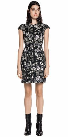 Discover the latest women's dresses from the new Cue collection. Shop our range of black dresses, evening dresses, floral dresses, casual dresses and… Casual Dresses, Dresses For Work, Buy Dresses Online, Cap Sleeves, Work Wear, Evening Dresses, Floral, Skirts, How To Wear
