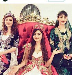 Look like a princess Cute Beauty, Beauty Full Girl, Bollywood Stars, Bollywood Fashion, Prom Photos, Girl Photos, Murat And Hayat Pics, Prity Girl, Cute Babies Photography