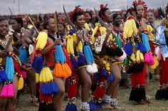 Umhlanga, or Reed Dance ceremony,is an annual Swazi and Zulu tradition held in August or September.Tens of thousands of unmarried and childless Swazi/Zulu girls and women travel from their villages to participate in the eight-day event Tribal Women, Tribal People, Africa Tribes, South Afrika, Black Love Art, African Traditional Dresses, African Beauty, African Fashion, African Culture