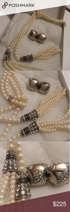 💣💥💣BLOWOUT💣💥💣Crystal Collection Jewerly Beautiful Austrian Crystal and white water pearls,  Pearls run 24 inches lay over into a loop of Austrian crystals base as the pearls flow into a decative base of SILVER more Crystals.... The middle crystals base allows you to ADJUST it to your mood for that day 🤗🤗 Exotic, sassy, ELEGENT, or even sheek Must see to appreciate Crystal Collection Jewelry