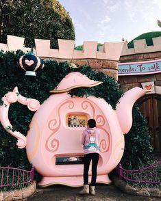 Teapot vending machines at Tokyo Disneyland! So cute!