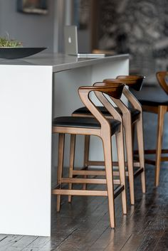 Breakfast Bar Chairs Counter Stools Islands 28 Ideas For 2019 Chaise Haute Bar, Chaise Bar, Island Chairs, Stools For Kitchen Island, Kitchen Counter Chairs, Modern Counter Stools, Counter Height Bar Stools, Modern Bar Stools, Bar Counter
