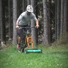 - Dude added a push mower attachment to the entrance forks of his bicycle – contemporary photos , , , , Moutain Bike, Mountain Biking, Cycling Australia, Bike Humor, Funny Memes, Jokes, Cool Inventions, Cool Tools, Cool Gadgets