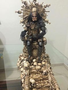 The Predator Throne Art by Pocatintatattoo IvoMarques Pocatintatattoo (each piece made and painted individually) Predator Movie, Alien Vs Predator, Predator Action Figures, Character Art, Character Design, Figure Model, Marvel, Dog Art, Black Panther