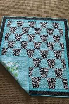 Tumbler quilt - love the two-color option