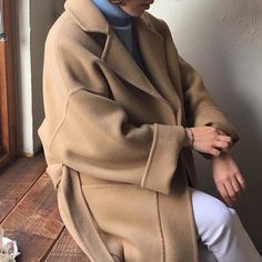 @𝖉𝖔𝖕𝖊𝖙𝖍𝖊𝖒𝖊𝖘𝖟 ♡.•* sophisticated artsy chill style/aesthetic Minimal Outfit, Minimal Fashion, Modest Fashion, Fashion Outfits, Womens Fashion, Chill Style, Style Minimaliste, Mein Style, Street Style