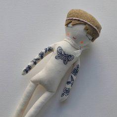 poupée brodée - poupée tatouée - fait main - trois petits riens - embroidery