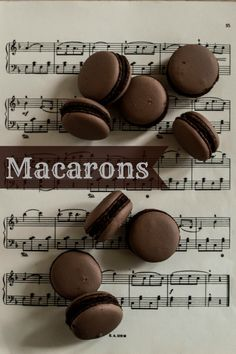 Macarons with chocolate Macarons, Kitchen Recipes, Party Cakes, Frosting, Cake Recipes, Food Photography, Food And Drink, Sweets, Snacks