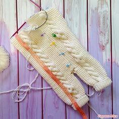 Kids Designer Clothes - Her Crochet Crochet Baby Bibs, Crochet Baby Sweaters, Newborn Crochet Patterns, Knitted Baby Clothes, Crochet Patterns Amigurumi, Baby Cardigan Knitting Pattern, Knitted Baby Cardigan, Baby Romper Pattern, Baby Overalls