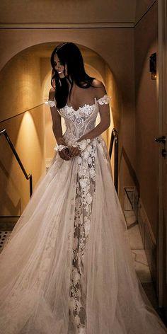 42 Off The Shoulder Wedding Dresses To See - Hochzeit - mariage Top Wedding Dresses, Wedding Dress Trends, Bridal Dresses, Wedding Ideas, Big Bust Wedding Dress, Wedding Dress Princess, Unique Wedding Dress, Amazing Wedding Dress, Lace Wedding Dresses