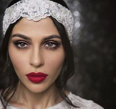 Inspired Makeup by Teni Panosian (too lazy to crop 😋) 1920 Makeup, Gatsby Makeup, Bride Makeup, Wedding Hair And Makeup, Hair Makeup, Red Lips Wedding, Vintage Makeup, Red Lips Makeup Look, Glitter Eye Makeup