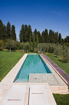 Travertine swimming pool by INDALO PISCINE