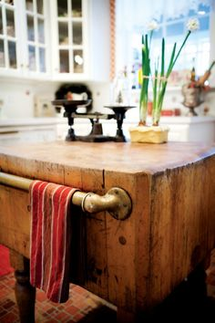 butcher block with rustic pipe for towels. Wish I could use my butcher block somewhere in my new kitchen. Butcher Block Kitchen, Butcher Block Island, Butcher Blocks, Diy Kitchen Island, New Kitchen, Kitchen Wood, Kitchen Country, Kitchen Sink, Kitchen Interior