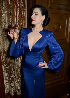Jenny Packham x Dita Von Teese Dinner at The Connaught, London, UK Le Burlesque, Dita Von Teese Burlesque, Dita Von Teese Style, Feminine Mode, Feminine Style, Vogue, Dita Von Tease, Idda Van Munster, Pin Up